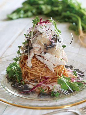 Snow Ice Pasta Datedori to Yasai Salad Jikasei Hishio Sauce no Kurogoma Tantanmen Fu Spaghetti