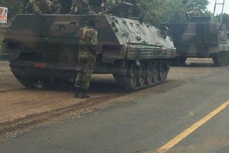 Sejumlah tank militer diberitakan bergerak ke ibukota Zimbabwe, Harare, Selasa (14/11/2017) di tengah rumor kudeta militer terhadap Presiden Robert Mugabe sedang berlangsung