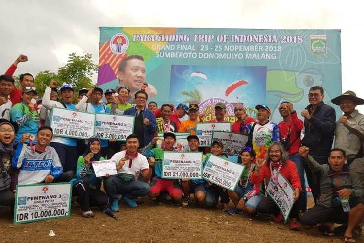 Deputi Pembudayaan Olahraga Kemenpora, Rd Isnanta secara resmi menutup gelaran seri terakhir atau grand final Paragliding Trip of Indonesia (TROI) di Bukit Waung, Pantai Modangan, Sumberoto, Donomulyo, Kabupaten Malang, Jawa Timur, Minggu (25/11/2018).