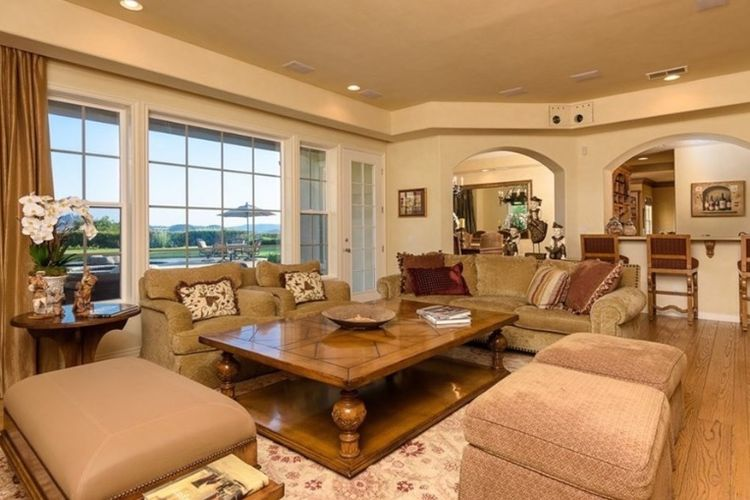 Rumah yang dibeli Kendrick Lamar di Calabasas, Amerika Serikat.