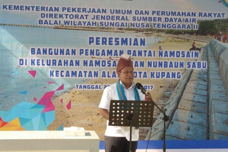 Ketua Komisi V DPR RI Fary Djemi Francis menghadiri peresmian bangunan pengaman Pantai Namosain di Kelurahan Namosain, Kecamatan Alak, Kota Kupang, Nusa Tenggara Timur (NTT), Kamis (26/10/2017).