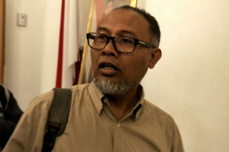 Mantan wakil Ketua Komisi Pemberantasan Korupsi (KPK) Bambang Widjojanto menyambangi gedung Balai Kota DKI Jakarta, Kamis (30/11/2017) pagi.