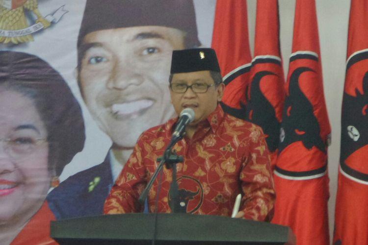 Sekretaris Jenderal PDI Perjuangan, Hasto Kristiyanto saat membuka Kursus Politik Pancasila di Kantor DPP PDIP, Lenteng Agung, Jakarta Selatan, Minggu (13/8/2017).