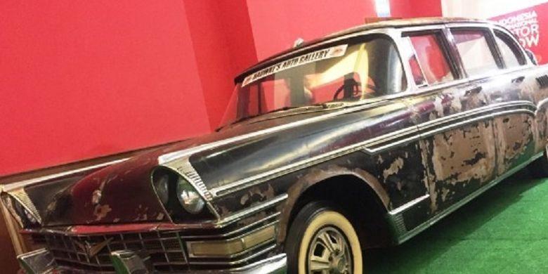 Mobil ZIL 111 yang pernah digunakan Presiden Soekarno sebagai kendaraan dinasnya.
