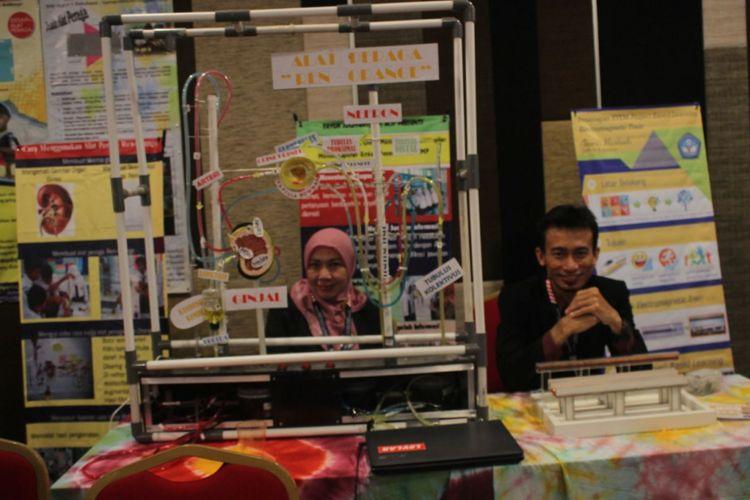 Para guru memamerkan hasil karyanya dalam lomba INOBEL 2017 di Kuta, Bali pada 4-8 September 2017. Perlombaan INOBEL 2017 diselenggarakan Ditjen Guru dan Tenaga Kependidikan Kemendikbud.