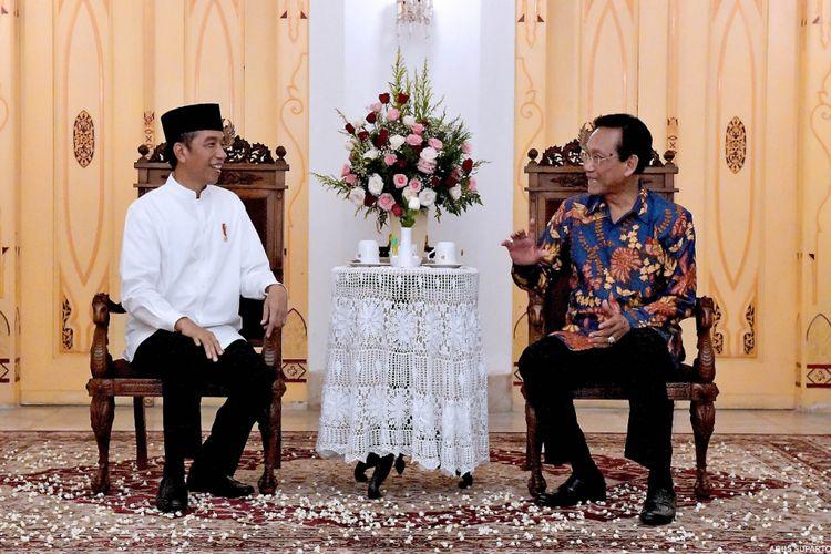 Suasana pertemuan Presiden Joko Widodo dengan Gubernur Yogyakarta Sri Sultan Hamengkubuwono ke-X di Kratom Ngayogyakarta Hadiningrat, Kamis (6/12/2018).