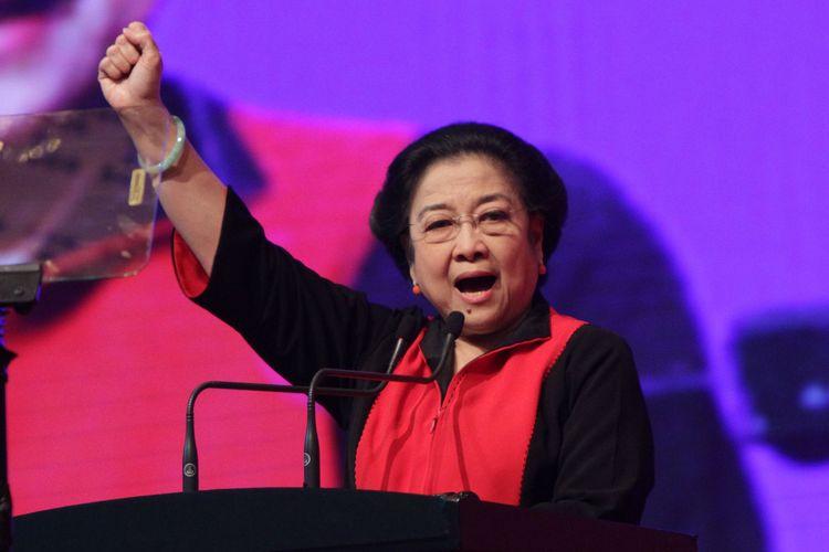 Ketua Umum PDI Perjuangan Megawati Soekarnoputri menyampaikan pidato penutupan Rakernas I PDI Perjuangan di Jakarta, Selasa (12/1/2016). PDI Perjuangan secara tegas akan terus berjuang untuk memastikan, mengawal, mengarahkan dan mengamankan kebijakan-kebijakan politik Pemerintah secara nasional agar tetap berpijak dalam nilai-nilai Pancasila. TRIBUNNEWS/HERUDIN