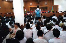 Demi Selembar SK Bupati, Ratusan Guru Tidak Tetap Datangi DPRD Kabupaten Semarang