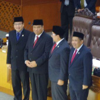 Dewan Perwakilan Rakyat (DPR) mengesahkan perpanjangan jabatan Arief Hidayat sebagai hakim konstitusi periode 2018-2023.