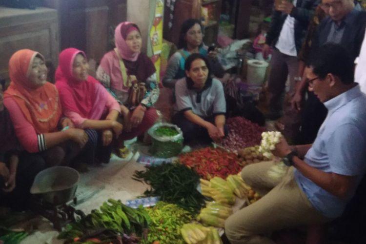 Cawapres Sandiaga Uno di Pasar Imogiri, Bantul, Jumat (12/10/2018)
