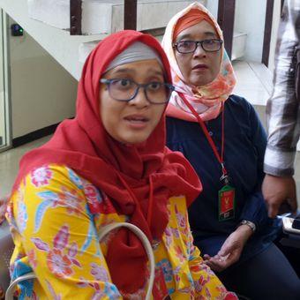 Dwi Aryani, penyandang disabilitas yanh diturunkan dari pesawat Etihad Airways saat ditemui di Pengadilan Negeri Jakarta Selatan, Senin (4/12/2017)