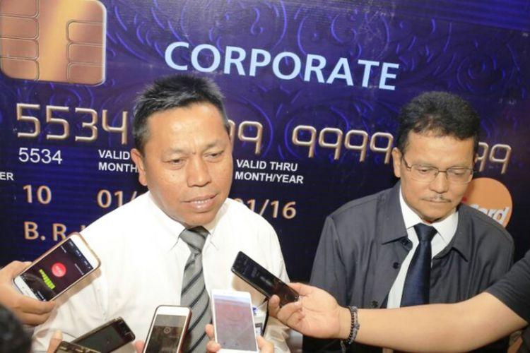 Kepala Kanwil BRI Medan Presley Hutabarat menjelaskan soal kartu kredit BRI Corporate Card untuk seluruh satker kementerian dan lembaga negara di Medan, Senin (30/1/2018)