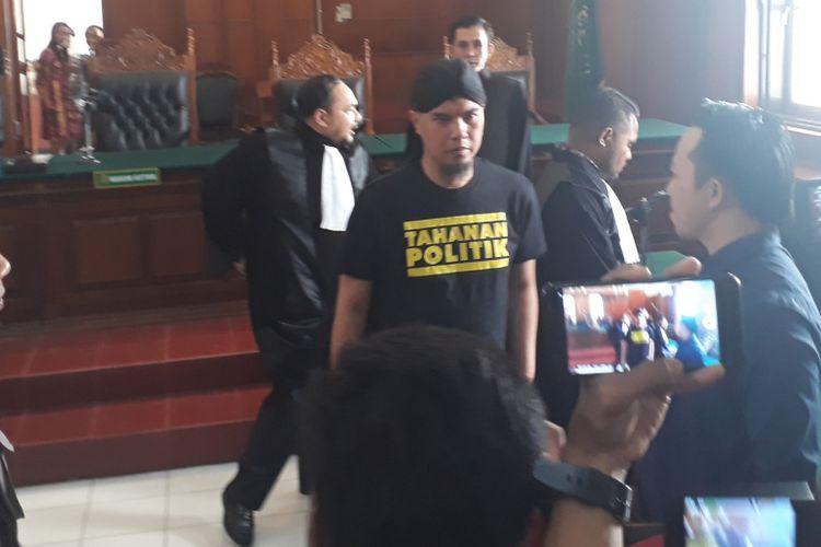 Ahmad Dhani saat sidang perkara Vlog Idiot di PN Surabaya, Kamis (7/2/2019)