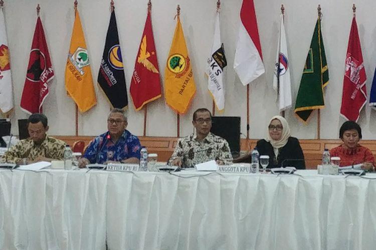 KPU saat sosialisasi mekanisme pencalonan presiden dan wapres kepada parpol peserta pemilu, di Gedung KPU, Jakarta, Jumat (27/7/2018).