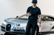 Aksi CR7 dengan Bugatti Chiron
