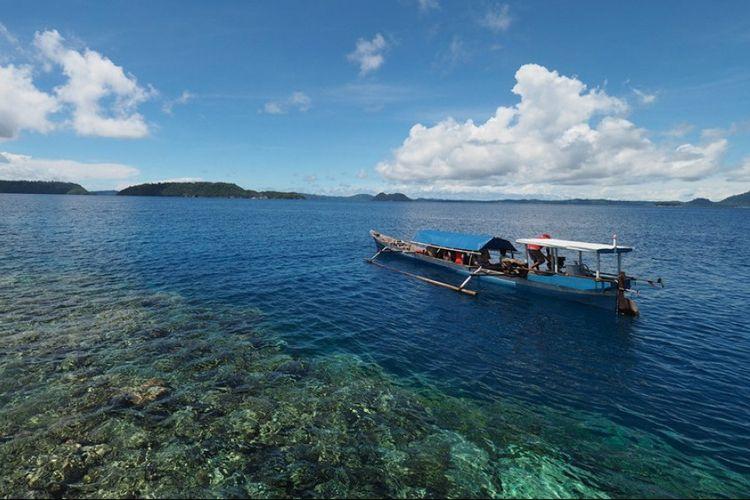 Tomini, Teluk Di Balik Garis Imajiner