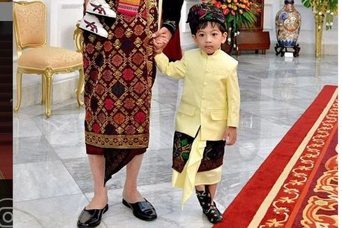 Ikut Upacara HUT RI, Sepatu Gucci Cucu Jokowi Curi Perhatian Warganet