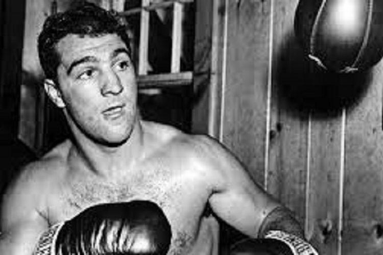 Rocky Marciano, legenda tinju kelas berat yang pensiun dengan rekor pertarungan 49-0.