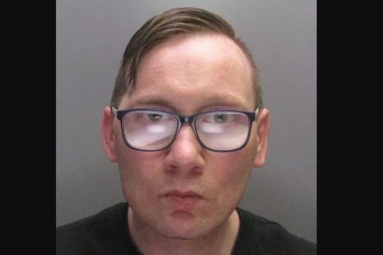 Simon Jones (38) ditahan beberapa jam setelah melancarkan aksinya merampok sebuah bank di Inggris.