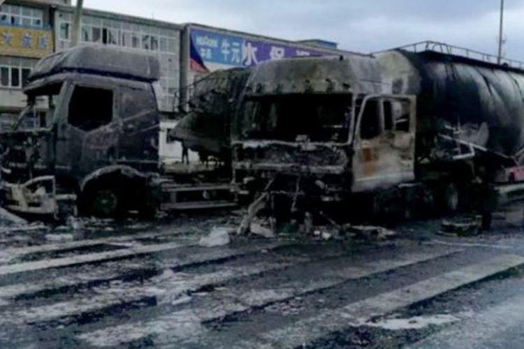 Truk Tangki Bahan Bakar Meledak Usai Ditabrak, Delapan Orang Tewas