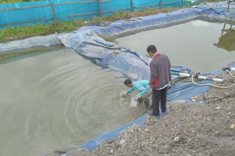 Tim dari Bareskrim Mabes Polri menutup aktifitas perusahan tambang emas di kawasan Gunung Botak, Pulau Buru, Maluku beberapa hari  lalu. Penutupan tersebut dilakukan lantaran perusahan diduga menggunakan bahan kimia berbahaya. FOTO Humas Polda Maluku