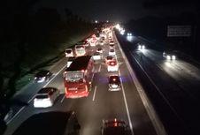 Posisi Mobil Jangan Terlalu Lama Dekat Truk atau Bus