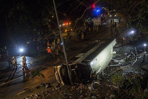 Bus Tingkat Sarat Penumpang Terguling, 18 Tewas Puluhan Luka-luka