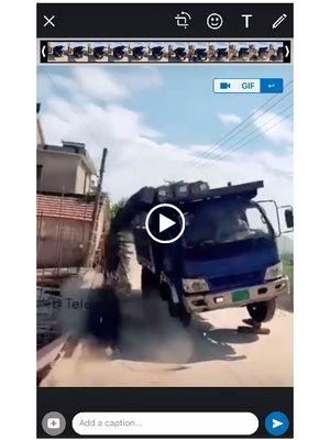 Ilustrasi fitur status video Boomerang di WhatsApp