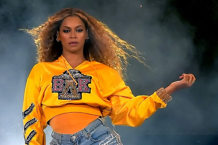 Beyonce tampil di panggung 2018 Coachella Valley Music And Arts Festival Weekend 1 di Empire Polo Field, Indio, California, pada 14 April 2018.