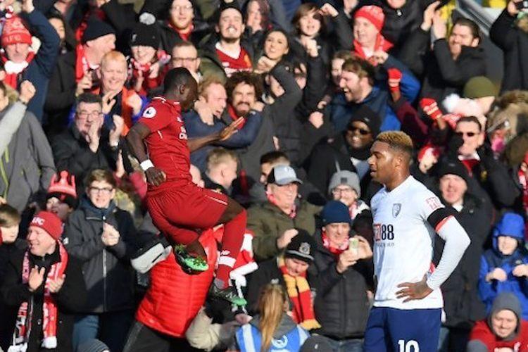 Gaya Sadio Mane merayakan gol pada laga Liverpool vs Bournemouth di Stadion Anfield dalam lanjutan Liga Inggris, 9 Februari 2019.