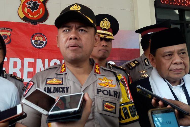 Kapolres Bogor, AKBP AM Dicky bersama MUI Kabupaten Bogor melakukan konferensi pers terkait video viral wanita bawa anjing ke dalam masjid, di Mapolres Bogor, Cibinong, Senin (1/7/2019).