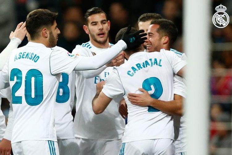 Para pemain Real Madrid merayakan gol Lucas Vazquez ke gawang Numancia pada pertandingan Copa del Rey di Stadion Santiago Bernabeu, Rabu (10/1/2018).
