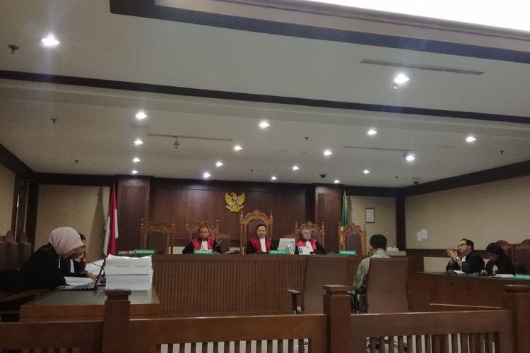 Mantan General Manager Divisi Gedung PT Hutama Karya (Persero), Budi Rachmat Kurniawan dituntut 7 tahun penjara oleh jaksa Komisi Pemberantasan Korupsi (KPK), Senin (15/7/2019).