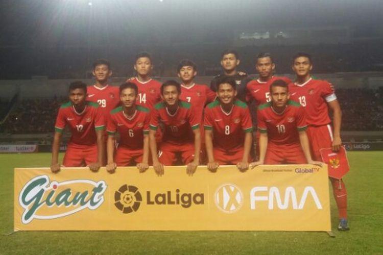 Tim nasional U-19 Indonesia beruji coba melawan Espanyol B di Stadion Gelora Bandung Lautan Api, Jumat (14/7/2017).