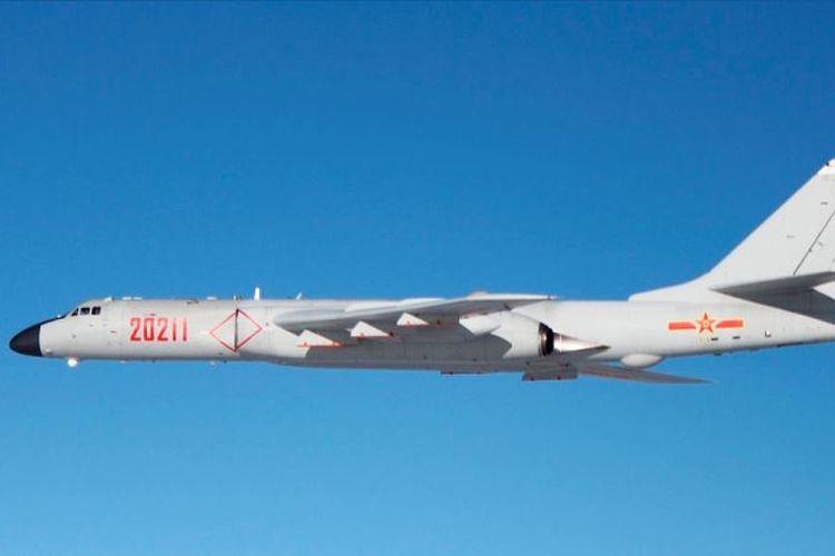 Pengebom strategis milik China, H-6K Badger.