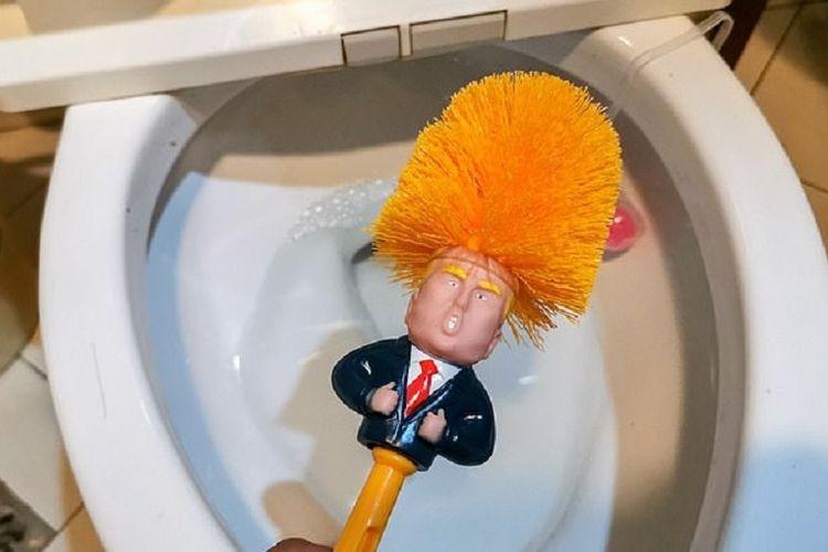 Sikat toilet Donald Trump sedang menjadi tren di China.