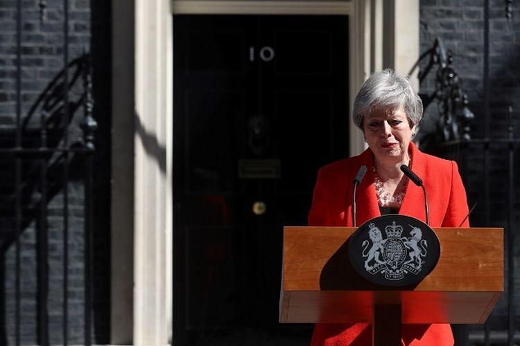 Perdana Menteri Inggris Theresa May menyampaikan pernyataan pengunduran diri di London, Inggris, Jumat (24/5/2019). (REUTERS/Simon Dawson)