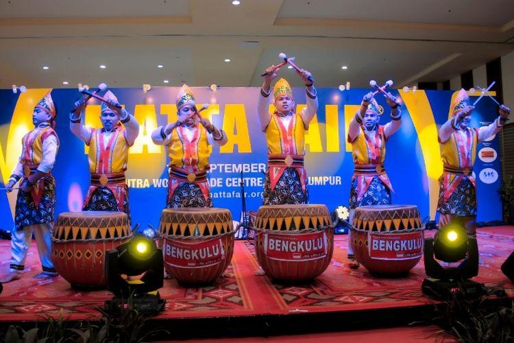 Pertunjukan alat musik Dol khas bengkulu dalam Malaysia Tour and Travel Association (MATTA) Fair 2018, di Kuala Lumpur, 7-9 September 2018.