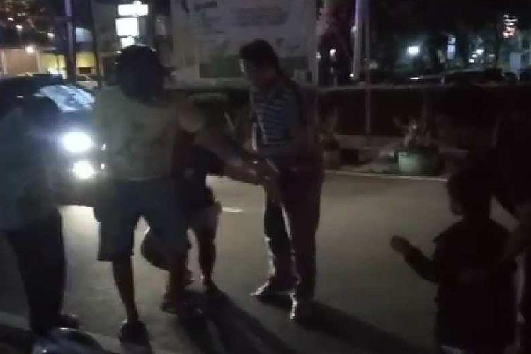 Pengedar narkoba ditangkap di Jalan Tanjung Barat bersama anaknya, Senin (8/1/2017).