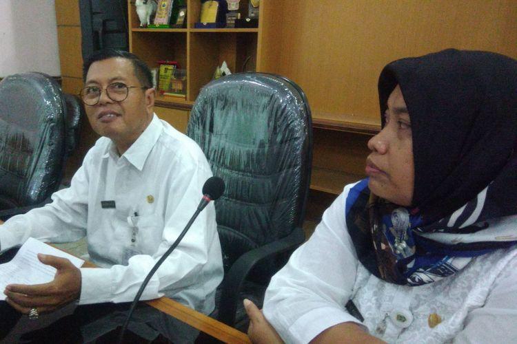 Kepala Dinas Pertanian dan Pangan Kabupaten Gunungkidul, Bambang Wisnu Broto (Kiri) dan  Kasi Keswan dan Kesmavet, Dinas Pertanian dan Pangan Gunungkidul drh Retno Widyastuti