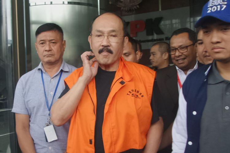 Advokat Fredrich Yunadi ditahan KPK usai menjalani pemeriksaan sebagai tersangka dugaan menghalangi dan merintangi penyidikan kasus e-KTP di gedung KPK, Jakarta, Sabtu (13/1/2018)