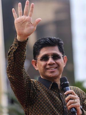 Wakil Ketua Komisi Pemberantasan Korupsi (KPK) Laode M Syarief menjadi inspektur upacara dalam peringatan Sumpah Pemuda di halaman gedung KPK, Kuningan, Jakarta. Senin (30/10/2017). Laode M Syarief berpesan dalam isi pidato adalah melanjutkan semangat kemerdekaan dengan tetap mempersatukan Indonesia, menghilangkan kemiskinan, dan memberantas korupsi.