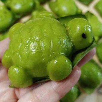 Kue tok berbentuk kura-kura yang dibuat oleh Liliana Wijaya