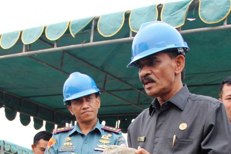 Bupati Aceh Utara, Muhammad Thaib akrab disapa Cek Mad dalam sebuah acara di Kabupaten Aceh Utara.
