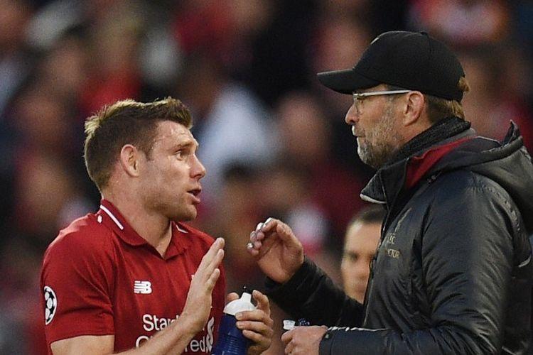 Juergen Klopp memberi instruksi kepada James Milner pada pertandingan Liverpool vs Barcelona dalam semifinal Liga Champions di Stadion Anfield, 7 Mei 2019.