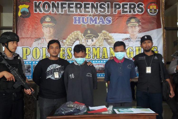 Dua tersangka pembakaran sepeda motor ditangkap aparat Polres Temanggung, Sabtu (23/2/2019).