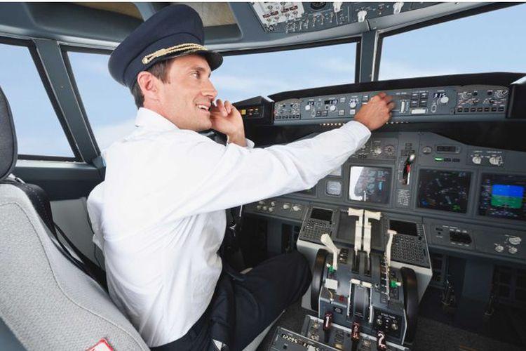 Apakah menggunakan ponsel di dalam pesawat mengganggu penerbangan ?