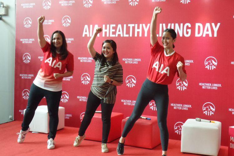 Head of Brand and Communication PT AIA Financial Kathryn Monika Parapak, dr. Raissa E. Djuanda M. Gizi, Sp.GK serta instruktur zumba dan owner Sana Studio Laila Munaf (paling kiri ke kanan) di Elite Club, Epicentrum, Jakarta Selatan, Kamis (6/12/2018).
