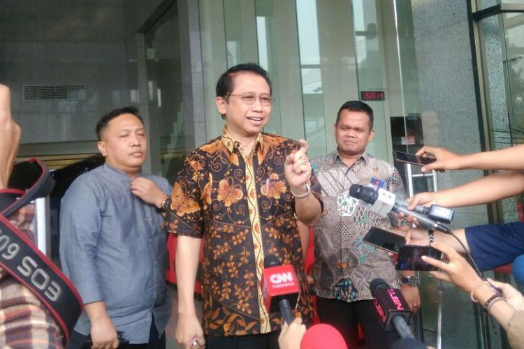 Ketua DPR-RI 2009-2014 Marzuki Alie usai menjalani pemeriksaan sebagai saksi kasus dugaan korupsi pengadaan KTP berbasis elektronik (e-KTP) di Gedung KPK, Jakarta, Kamis (6/7/2017). Marzuki mengaku tak kenal dengan tersangka Andi Agustinus (AA) alias Andi Narogong, dan dua terdakwa mantan pejabat Kemendagri Irman dan Sugiharto.
