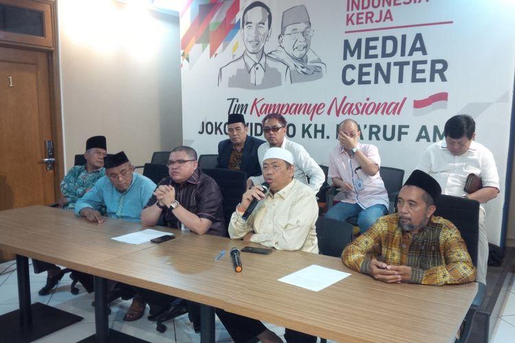 Belasan aktivis eks gerakan 212 mendeklarasikan dukungan kepada pasangan calon nomor urut 01, Joko Widodo dan Maruf Amin. Mereka membentuk kelompok relawan dengan nama Eks 212 kawal KH Maruf Amin.  Deklarasi dilakukan di posko pemenangan Jokowi-Maruf Amin, di Jalan Cemara, Menteng, Jakarta Pusat, Kamis (11/10/2018).